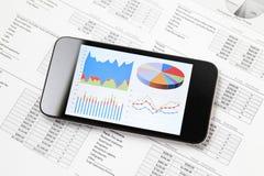 Diagramme graphique sur le mobile Image stock