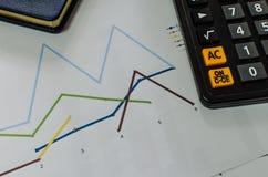 Diagramme und Taschenrechner Lizenzfreie Stockfotos