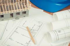 Diagrammes électriques, accessoires pour les travaux d'ingénieur et maison en construction, établissant le concept à la maison Photographie stock libre de droits