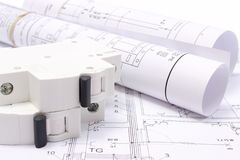 Diagrammes électriques roulés et fusible électrique sur le dessin de construction de la maison Photos libres de droits