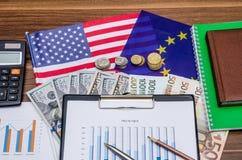 Diagrammes d'euro et de dollars US Images libres de droits