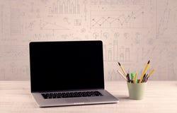 Diagrammes de graphique et bureau de concepteur Photos libres de droits