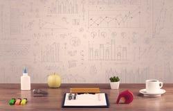 Diagrammes de graphique et bureau de concepteur Photo libre de droits