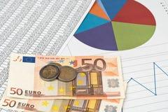 Diagrammes, diagrammes et chiffres avec l'argent Photographie stock