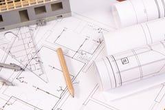 Diagrammi elettrici, accessori per uso nei lavori dell'ingegnere e casa in costruzione Fotografie Stock Libere da Diritti