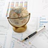 Diagrammi, schemi, tabelle. Tavolo di affari Immagine Stock