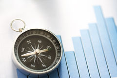 Diagrammkonzept mit Kompass Stockfoto