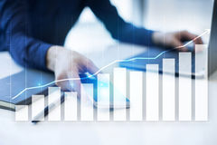 Diagramy i wykresy Strategia biznesowa, dane analiza, pieniężny wzrostowy pojęcie obraz stock