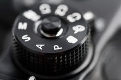 Dial de control de la cámara digital que muestra la abertura, la velocidad de obturador, el manual y modos de programa fotografía de archivo