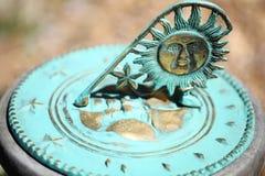 Dial de reloj viejo del sol - reloj de sol del vintage Imágenes de archivo libres de regalías