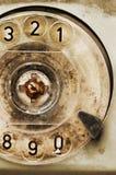 Dial rotatorio del teléfono roto viejo imagenes de archivo