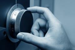 Dial seguro de una cámara acorazada imágenes de archivo libres de regalías