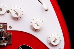 Diales del volumen y de la consonancia de la guitarra eléctrica foto de archivo