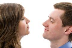 Dialogue d'affaires. Entretien de jeune homme et de femme. Photos stock