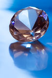 Diamant in blauw licht stock foto's