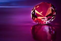 Diamant in der purpurroten Leuchte Stockfotografie