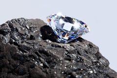 Diamant en Steenkool duidelijke achtergrond. Royalty-vrije Stock Fotografie