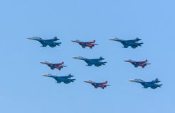 Diamant-Form von 4 Mig-29 und von 5 Su-27 Swifts Lizenzfreie Stockfotos