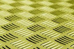 Diamant formad metallgolvmodell med suddighet i gul signal Royaltyfri Foto