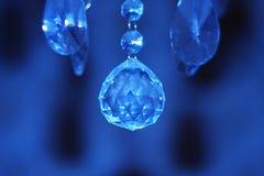 Diamant im Hintergrund des Ultramarines Stockfoto