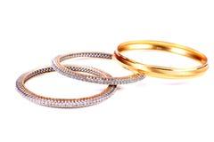 Diamant- och guldarmringar Royaltyfri Bild