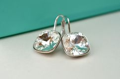 Diamant-Ohrringe stockbilder