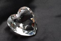 Diamant op zwarte zijde Stock Fotografie