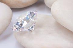 Diamant sur la pierre blanche Image libre de droits