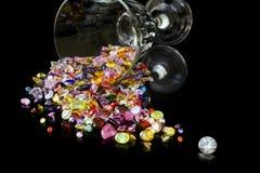 Diamant und Edelsteine vom Wein-Glas Lizenzfreie Stockfotografie