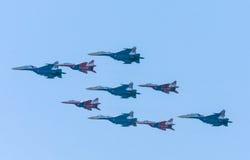 Diamant-vorm van de 4 mig-29 Russische Ridders en vijf su-27 Swifts Stock Foto