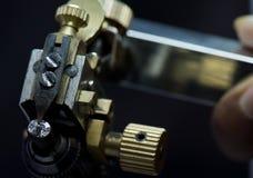Diamantausschnitt und Schmuckherstellung Stockfotografie