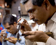 Diamantausschnitt und Schmuckherstellung Lizenzfreies Stockfoto