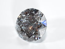 Diamante brillante su un fondo bianco, vista frontale Immagini Stock