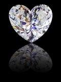 Diamante da forma do coração no fundo preto lustroso Fotografia de Stock
