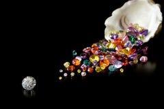 Diamante e gemas da ostra Imagens de Stock