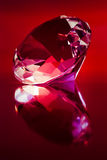Diamante su colore rosso fotografia stock libera da diritti