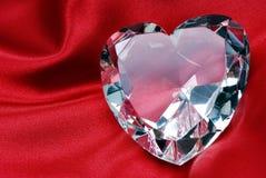 Diamante su seta rossa Immagine Stock