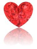 Diamante vermelho na forma do coração no branco lustroso Imagens de Stock Royalty Free