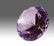 Diamante violeta en parte posterior del gradiente Fotografía de archivo libre de regalías