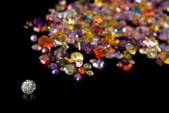 Diamante y rastro dispersado de la gema Foto de archivo