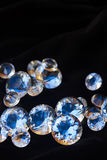 Diamanten auf Schwarzem lizenzfreie stockfotografie