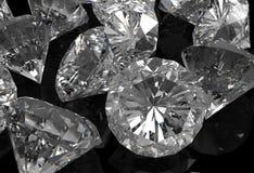 Diamanten auf schwarzer Oberfläche Stockbild