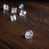 Diamanten op donker parket Royalty-vrije Stock Foto