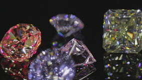 Diamanten op zwarte stock footage