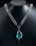 Diamanten und Saphirhalskette Stockbilder