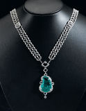 diamanter och safirhalsband Arkivbilder