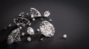 Diamantes brilhantes no fundo preto fotografia de stock