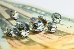 Diamantes e dinheiro Fotos de Stock