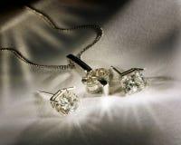 Diamantes Earings y colgante Imagenes de archivo