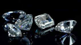 Diamantes en el fondo negro almacen de metraje de vídeo